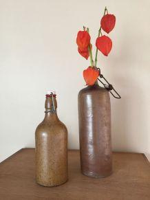 2 bouteilles en grès