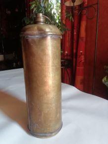 ancienne bouillotte en laiton obus
