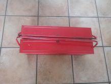 Caisse à outils rouge à retaper