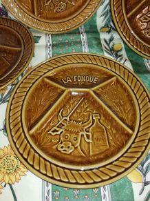 6 assiettes à fondue +1 assiette faience Sarreguemines