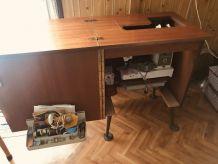 Machine à coudre Singer 631 dans son meuble