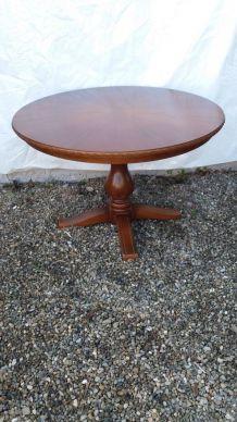 Jolie et rare table ronde en bois D 97 réglable en hauteur