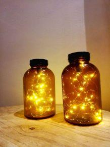 Anciens bocaux médicaux lumineux