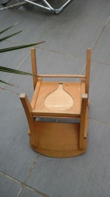 Ancienne petite chaise en bois pour enfant
