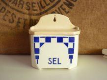 Jolie boîte à sel en porcelaine Badonviller, style Lustucru