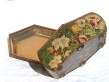 boite  en  fer  , décorée  ,fruits , fleurs ,  vintage