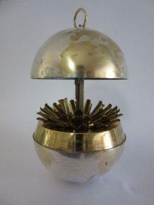 Porte cigarettes globe en métal