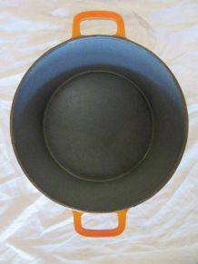 Cocotte en fonte orange marque GF Georg Fischer suisse