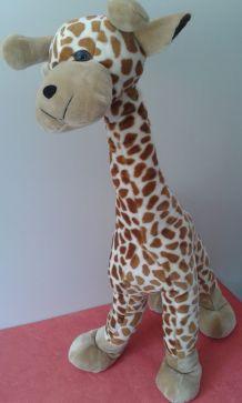 Grande girafe en peluche