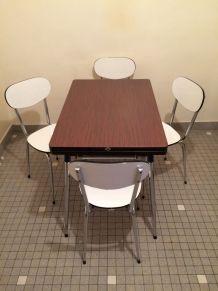 Table et chaises de cuisine en Formica