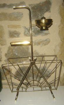 Porte revue en métal doré et cendrier