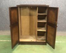 Petite armoire d'étudiant anglaise - années 50