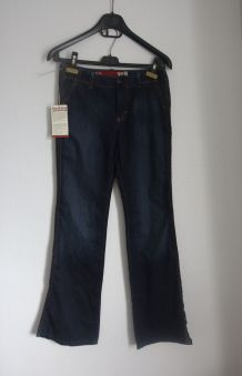 Jean bootcut vintage marque Guess Taille 26