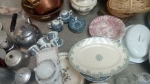 Lot de 50 pièces vaisselle anciennes, pot à lait, brot...