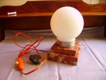 Ancienne lampe de table en marbre et opaline blanche