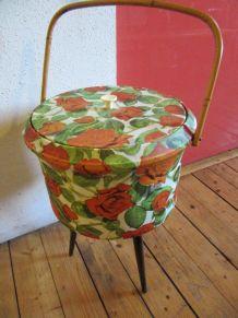 Travailleuse tripode boîte à couture roses