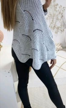Pull poncho neuf coloris gris  taille 38/48