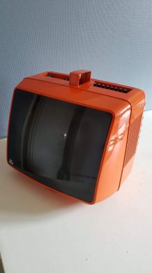TV portable Prince orange vintage qui s'allume