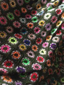 """Couverture """"granny"""" en laine ."""
