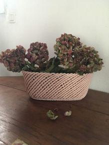 Jardinière en faience ou céramique rose poudré
