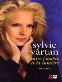LIVRE SYLVIE VARTAN/DE L'OMBRE A LA LUMIERE
