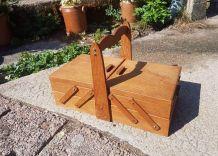 Travailleuse ancienne en bois vintage