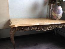 Table basse dessus marbre, pieds bronze Louis XV