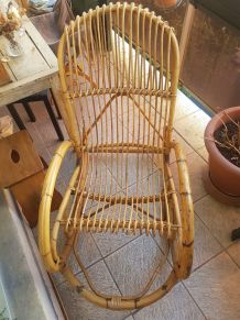Rocking chair ancien en rotin vintage