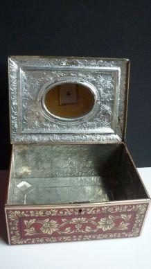 Boite lithographiée + miroir