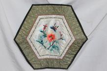 napperon avec broderie sur tissu hexagonal