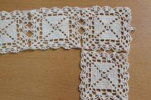 cadre en petits napperons carré dentelle fait main