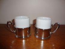 Duo d'anciennes tasses à café