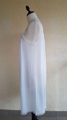 Chemise de nuit blanche vintage