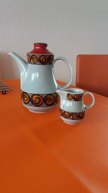 Cafetière et pot à lait