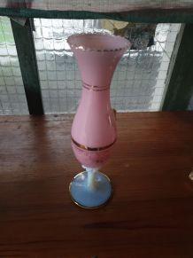 Vase opaline avec camée incrusté