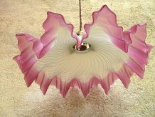 ancienne lampe suspension opaline drapée rose
