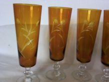 Set de 5 flutes vintage en verre marron gravé