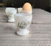 Lot de 5 coquetiers vintage Arcopal, modèle fleurs blanches