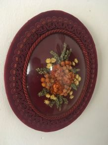 Cadre ovale bouquet de fleurs séchées au verre bombé.