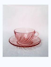 Tasses et soucoupes rose Arcoroc