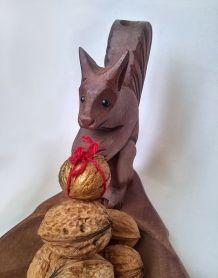 Plat en bois feuille et écureuil sculpté