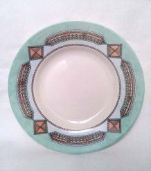 Assiettes Arcopal motif  ethnique - géométrique