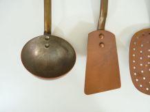 Très beau lot d'ustensiles en cuivre et manche en fer