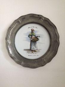 Assiette murale porcelaine/étain