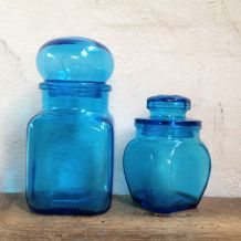 Duo de bocaux en verre bleu