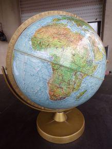 Globe terrestre en relief