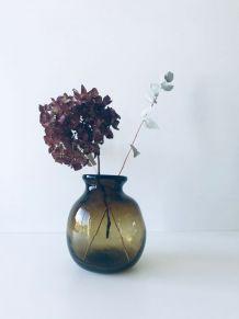 Vase en verre soufflé signé Bizet