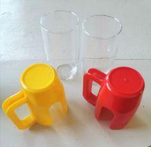 Deux porte verres et leurs verres marque Esso