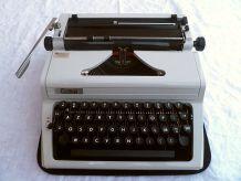 Machine à écrire Erika 106