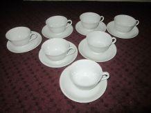Ensemble de 7 tasses à thé et leurs sous-tasses, Vintage